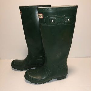 Slightly injured Hunter boots. One of the buckles has Brocken off see photos